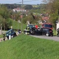 2018-04-24_Ostallgaeu_Oberguenzburg_Frontal_Unfall_schwer_Feuerwehr_0003