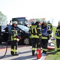 2018-04-24_Ostallgaeu_Oberguenzburg_Frontal_Unfall_schwer_Feuerwehr_0008