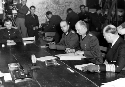 Unterzeichnung der Kapitulationsurkunde am 7. Mai 1945, über dts Nachrichtenagentur