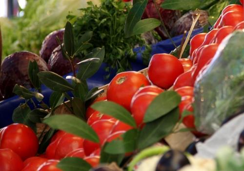 Tomaten an einem Gemüsestand, über dts Nachrichtenagentur