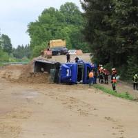 2018-05-17_Unterallgaeu_Stetten_Baustelleunfall_Lkw-gekippt_Feuerwehr_0004