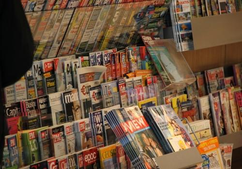 Zeitschriften an einem Kiosk, über dts Nachrichtenagentur