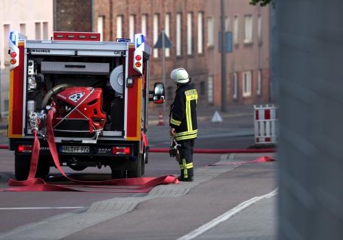Feuerwehr Halle im Einsatz beim Brand Alter Schlachthof, über dts Nachrichtenagentur