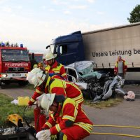 2018-06-21_B30_Oberessendorf_Unfall_Lkw_Pkw_toedlich_Feuerwehr_0041