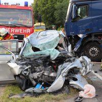 2018-06-21_B30_Oberessendorf_Unfall_Lkw_Pkw_toedlich_Feuerwehr_0048