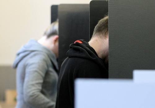 Wähler in einem Wahllokal, über dts Nachrichtenagentur