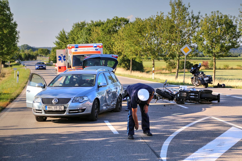 Unfall Rammingen MN23 Motorrad Bus PKW 2