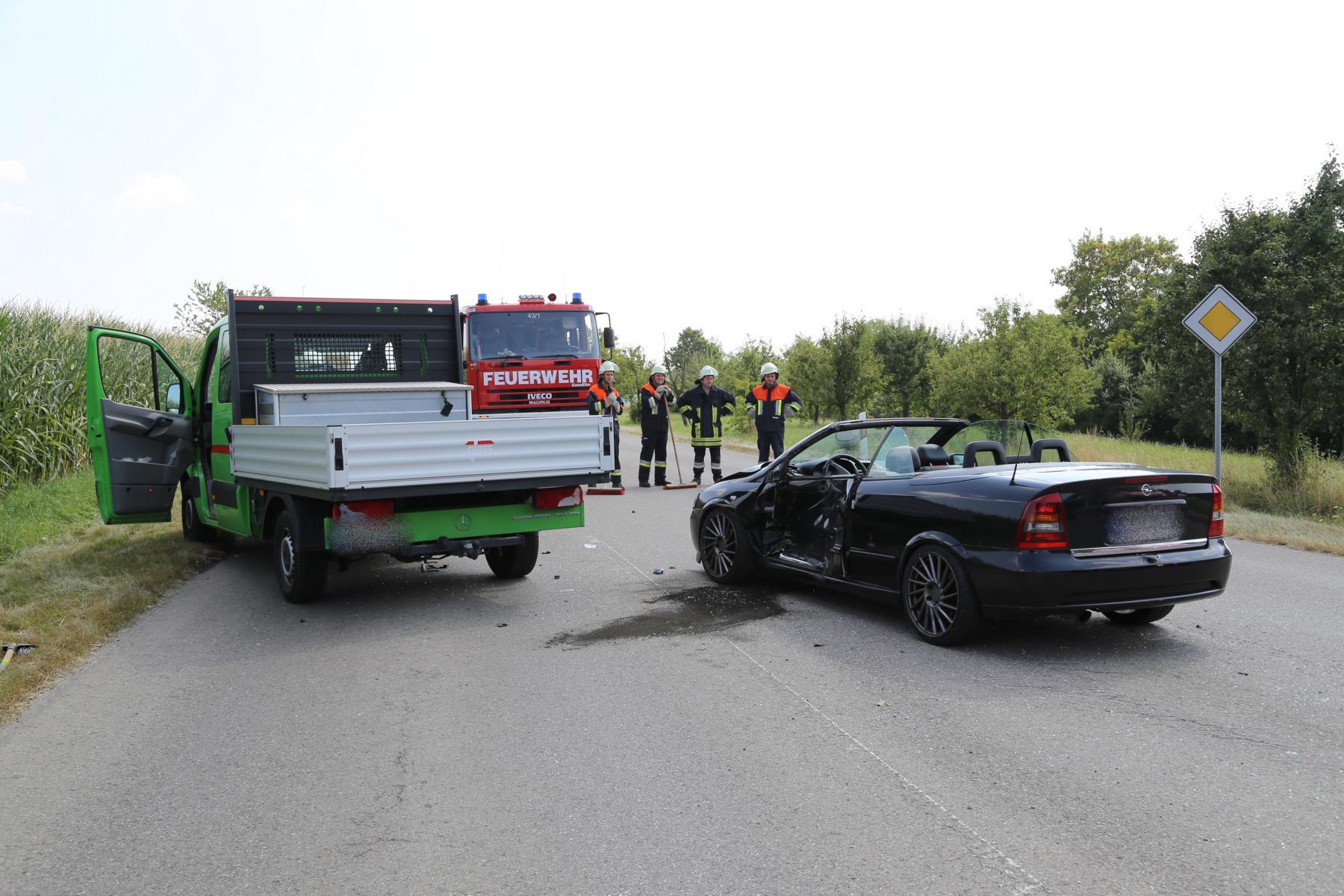Unfall Mindelheim Gernstall Cabrio Kleinlaster gerammt Bringezu 03.08 (1)