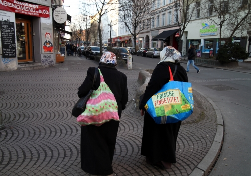 Zwei Frauen mit Kopftuch in Berlin-Kreuzberg, über dts Nachrichtenagentur