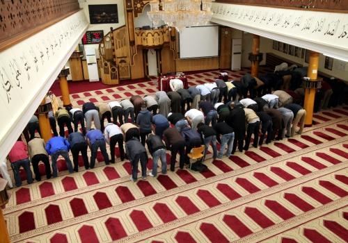 Gläubige Muslime beim Gebet in einer Berliner Moschee, über dts Nachrichtenagentur