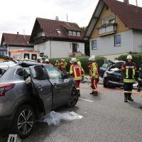 2019-08-15_B19_Kempten_Waltenhofen_Hegge_Unfall_frontal_Feuerwehr_Poeppel_0025