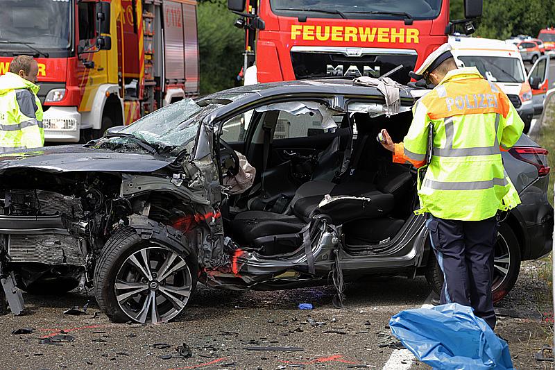 2019-08-15_B19_Kempten_Waltenhofen_Hegge_Unfall_frontal_Feuerwehr_Poeppel_0036
