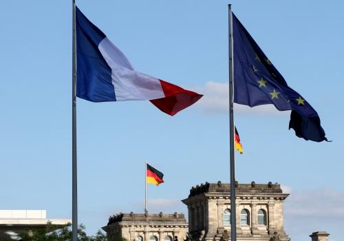 Fahnen von Deutschland, Frankreich und der EU, über dts Nachrichtenagentur
