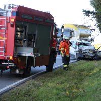 2019-10-14_Ravensburg_Leupolz_Ungerhaus_Pkw_Lkw_Unfall_FeuerwehrIMG_9224