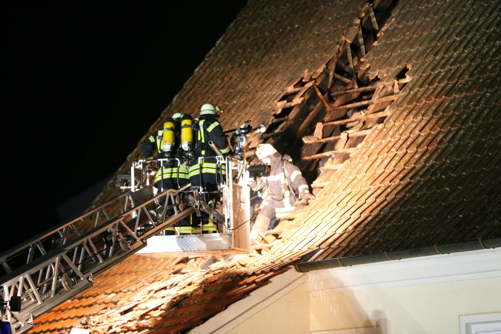 2019-12-15_Unterallgaeu_Kirchhaslach_Brand_Dach_FeuerwehrIMG_2812