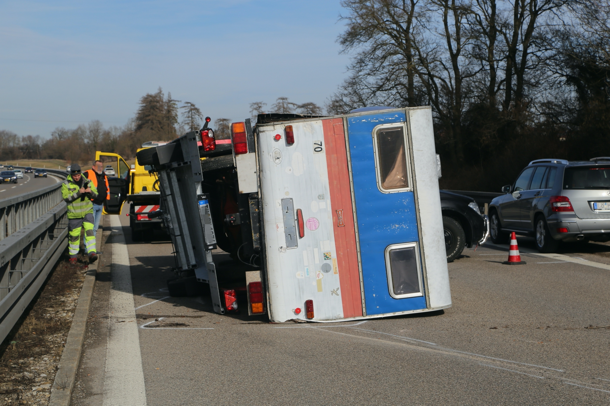 2020-02-15_A96_Aitrach_Memmingen_Unfall_Anhaenger_Wohnmobil_Polizei_IMG_6125