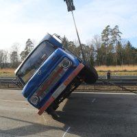 2020-02-15_A96_Aitrach_Memmingen_Unfall_Anhaenger_Wohnmobil_Polizei_IMG_6175