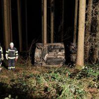 2020-02-16_Unfall_Oberschönegg_Weinried_MN8_PKW_Wald (25)