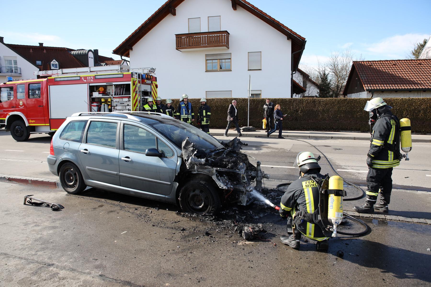 2020-02-22_Brand_PKW_Mindelheim_Dr.-Jochner-Weg (23)