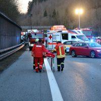 2020-02-25_A96_Leutkirch_Aichstetten_Lkw_Pkw_Feuerwehr_BX4A3109