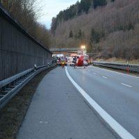 2020-02-25_A96_Leutkirch_Aichstetten_Lkw_Pkw_Feuerwehr_BX4A3125