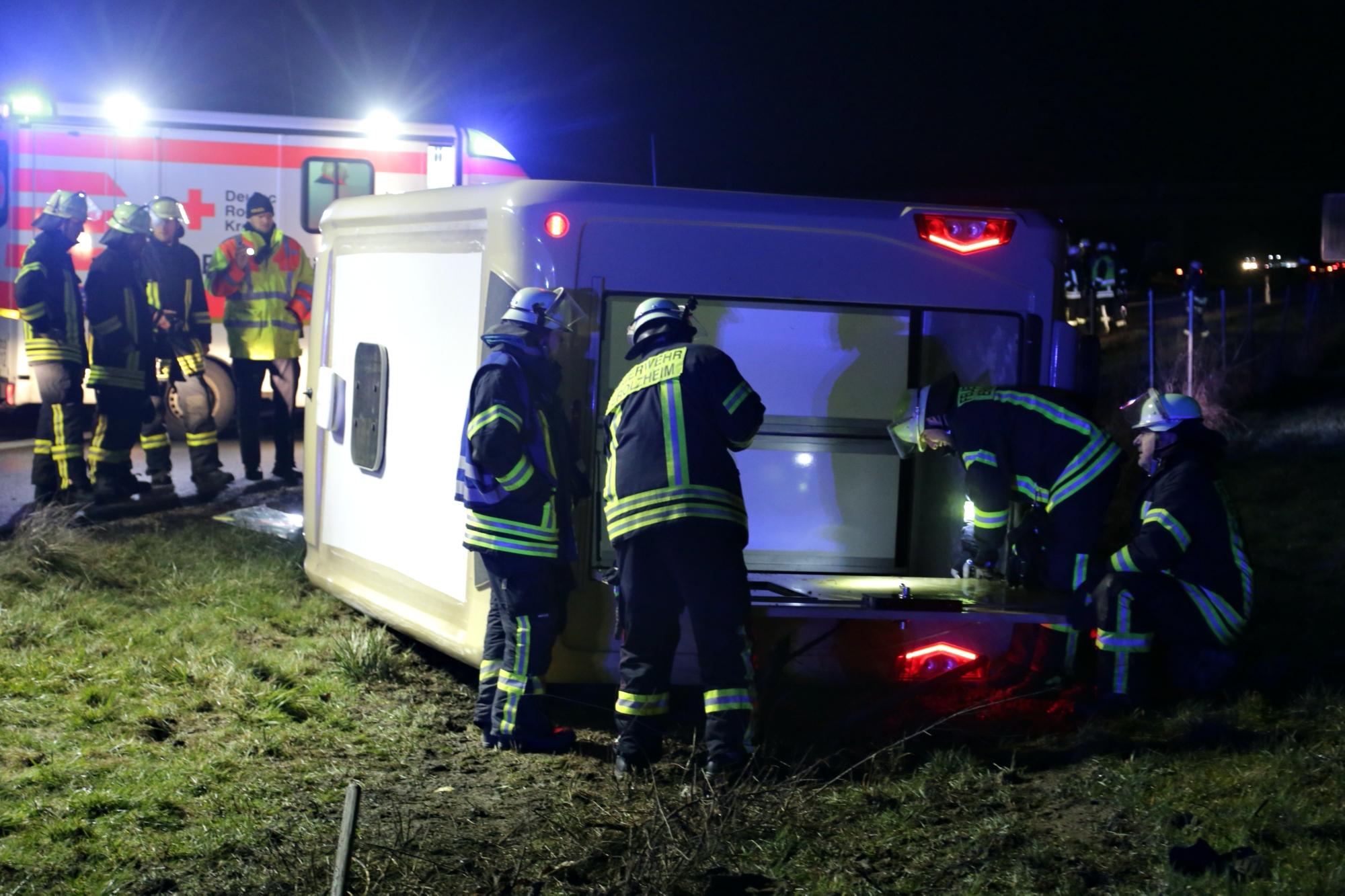2020-03-10_A7_Dettingen_Berkheim_Unfall_Pferdetransporter_Feuerwehr_IMG_6339