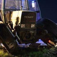 2020-04-07_B16_Baisweil_Traktor_Pkw-Unfall_Feuerwehr AOV_25CC8432-C28B-4215-BC9B-399948D437A4