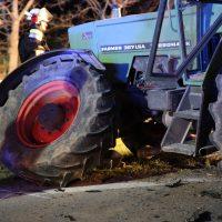 2020-04-07_B16_Baisweil_Traktor_Pkw-Unfall_Feuerwehr AOV_6F56B253-E240-4DB5-8FAD-73AFC585288C