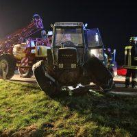 2020-04-07_B16_Baisweil_Traktor_Pkw-Unfall_Feuerwehr AOV_795BB6A0-8C0B-46DF-BD6F-C3F68C821E62