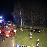 2020-04-07_B16_Baisweil_Traktor_Pkw-Unfall_Feuerwehr AOV_82F7A588-2EF8-40D3-AC34-120AD692D0FD