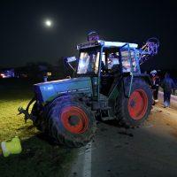 2020-04-07_B16_Baisweil_Traktor_Pkw-Unfall_Feuerwehr AOV_8A15DB05-3DD2-4694-BB68-CF012E4C5FBC