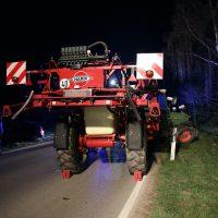 2020-04-07_B16_Baisweil_Traktor_Pkw-Unfall_Feuerwehr AOV_9ACADCF6-965D-4A66-A702-3705572DF146