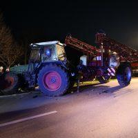 2020-04-07_B16_Baisweil_Traktor_Pkw-Unfall_Feuerwehr AOV_D58519C9-CE2B-4635-A2F6-AA57E078F02E