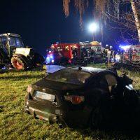 2020-04-07_B16_Baisweil_Traktor_Pkw-Unfall_Feuerwehr AOV_DD8A16F5-39A1-4BDC-910C-3F6EE37627CC