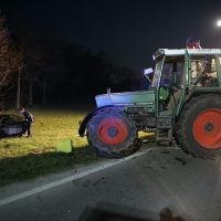 2020-04-07_B16_Baisweil_Traktor_Pkw-Unfall_Feuerwehr AOV_E47DA805-2E6A-4492-8198-9EB636F74C3F