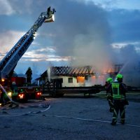 2020-04-27_Unterallgaeu_Fellheim_Brand_Industriepark_Feuerwehr_Poeppel_DSC01545