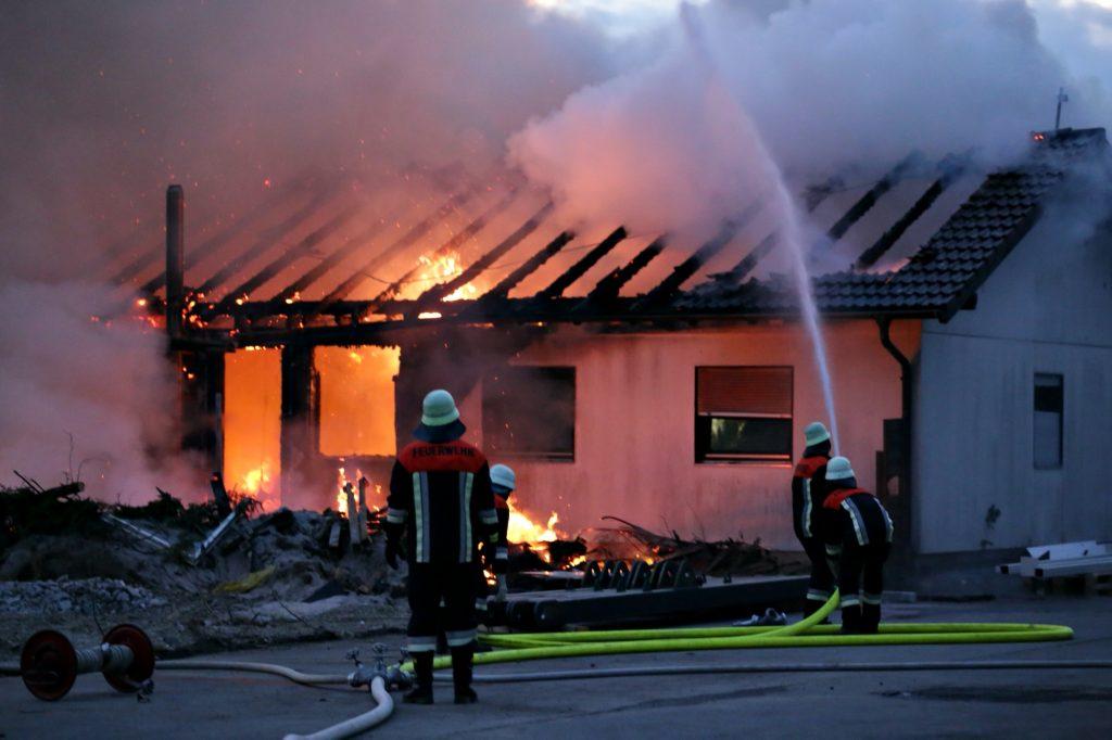 2020-04-27_Unterallgaeu_Fellheim_Brand_Industriepark_Feuerwehr_Poeppel_IMG_6614