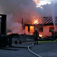 2020-04-27_Unterallgaeu_Fellheim_Brand_Industriepark_Feuerwehr_Poeppel_IMG_6615