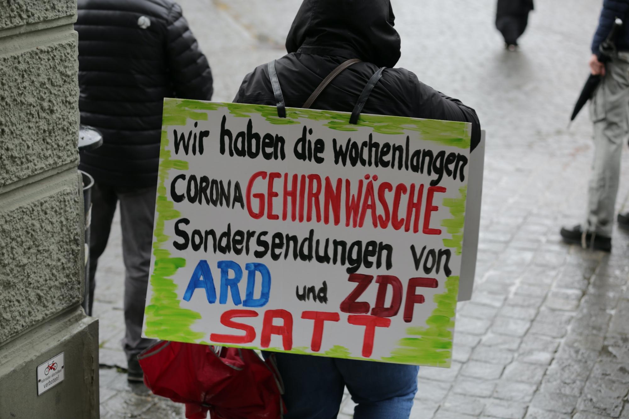 2020-05-02_Memmingen_Demonstration_Corona_Grundrechtseinschraenkungen_Impfzwang_Poeppel_IMG_6676