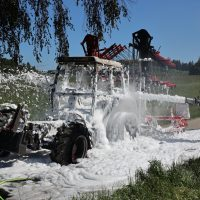 2020-05-07_guenzburg_Niederraunau_Brand_Traktor_Feuerwehr_Bringezu__0865B077-CAFA-43A8-A507-F9CE80848388