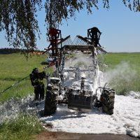 2020-05-07_guenzburg_Niederraunau_Brand_Traktor_Feuerwehr_Bringezu__4F9E4A41-738C-40BA-9D04-39DD803C5B8E
