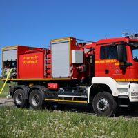 2020-05-07_guenzburg_Niederraunau_Brand_Traktor_Feuerwehr_Bringezu__531C36CC-3861-4288-88E1-8CB339FD667A