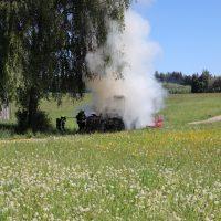 2020-05-07_guenzburg_Niederraunau_Brand_Traktor_Feuerwehr_Bringezu__84152E78-4A05-4ADC-A7BD-7FD0575B5AEE