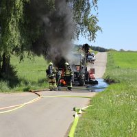 2020-05-07_guenzburg_Niederraunau_Brand_Traktor_Feuerwehr_Bringezu__99125D79-0E23-44D7-ADF2-DC5C8D409EB9
