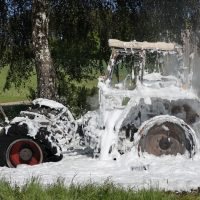 2020-05-07_guenzburg_Niederraunau_Brand_Traktor_Feuerwehr_Bringezu__D6645F98-3497-45C6-9FE5-58A65D3893D8