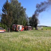 2020-05-07_guenzburg_Niederraunau_Brand_Traktor_Feuerwehr_Bringezu__D6C37DA6-4E92-4E14-B9E0-64F197B89C64
