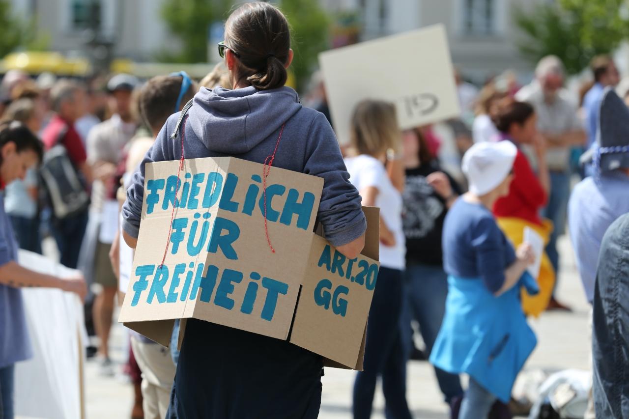2020-05-16_Kempten_Demo_Grundgesetz_Impfen_Wahrheit_Presse_Polizei_Poeppel_IMG_6757
