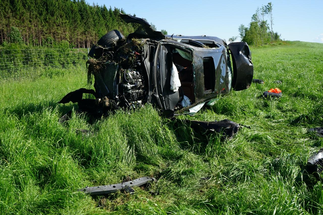 2020-05-21_A96_Neuravensburg_Weissensberg_Unfall_Schwer_Polizei_Bergung_Poeppel_DSC01693