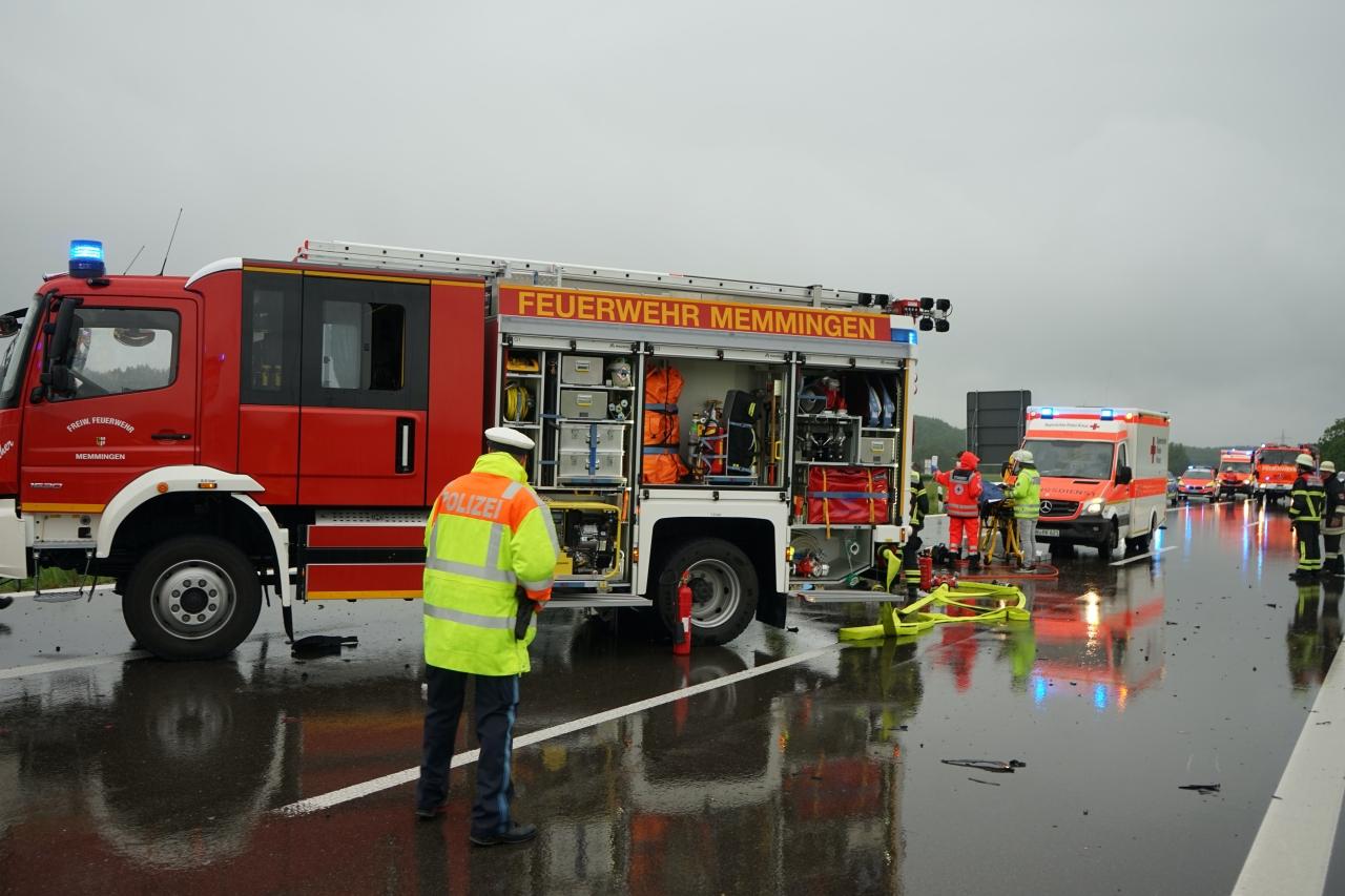 2020-05-23_A7_Memmingen_Woringen_Unfall_Serie_Feuerwehr_Polizei_Poeppel_DSC01762