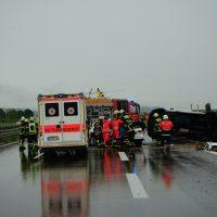 2020-05-23_A7_Memmingen_Woringen_Unfall_Serie_Feuerwehr_Polizei_Poeppel_DSC01771